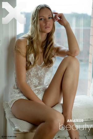 Tara - Amateur Beauty